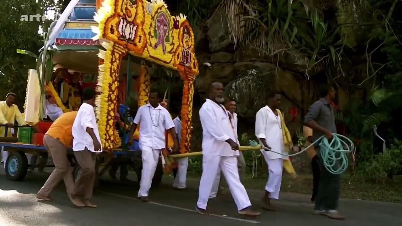 Documentaire Enquête d'Ailleurs – Île de la Réunion, la marche sur le feu