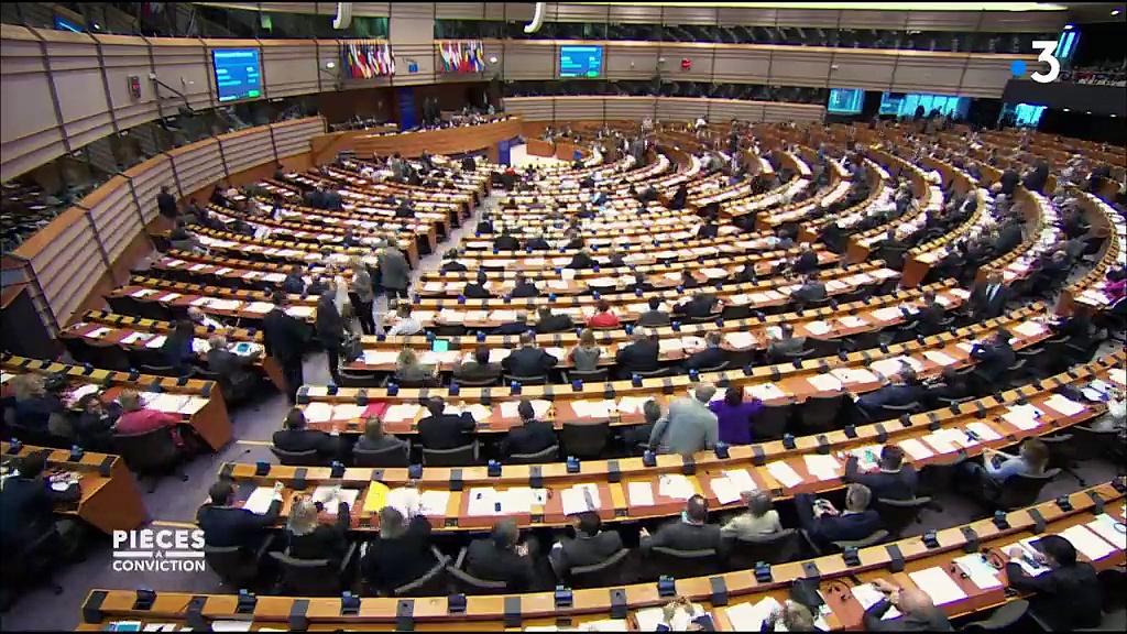 Documentaire Gros salaires, privilèges et gaspillages enquête sur les milliards de l'Europe
