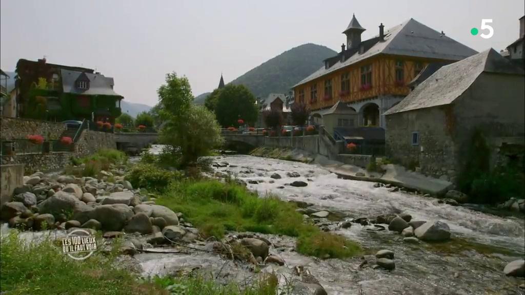 Documentaire Les Hautes-Pyrénées, du sanctuaire de Lourdes à l'observatoire du Pic du Midi