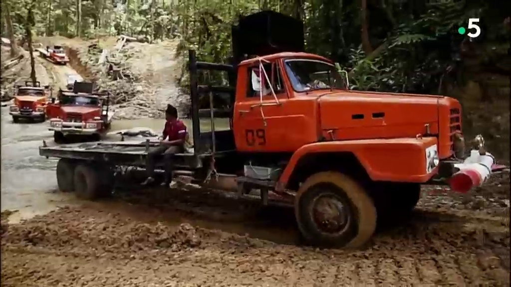 Documentaire Les Routes de l'Impossible – Bornéo, le convoi de la jungle