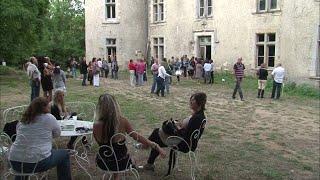 Documentaire Rénovation d'un château, toute la famille s'y met !