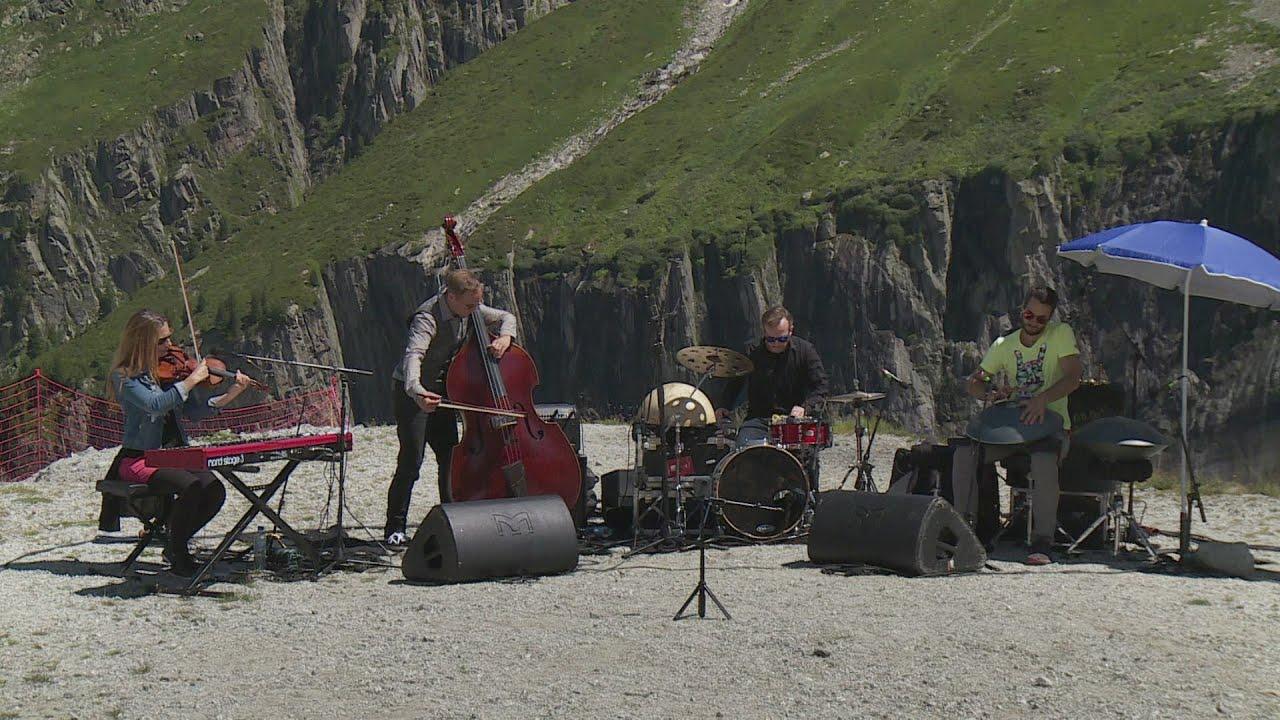Documentaire Cosmojazz : un festival qui fait vibrer les pierres