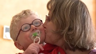 Documentaire Une vie presque ordinaire – Angelman, parents d'enfant malade