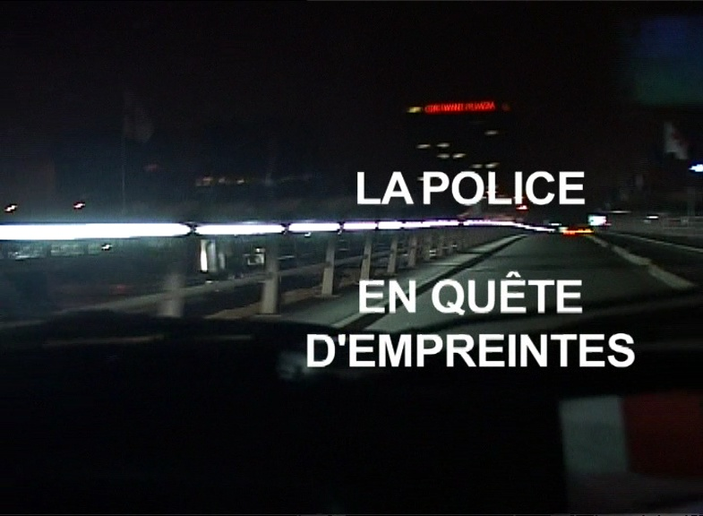 La police en quête d'empreintes