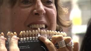 Documentaire Bar à sourire : des dents de star, mais à quel prix ?