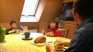 Documentaire Parents, frère ou ami, à la recherche de leur passé