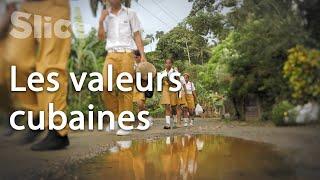 Sur le chemin de l'école à Baracoa