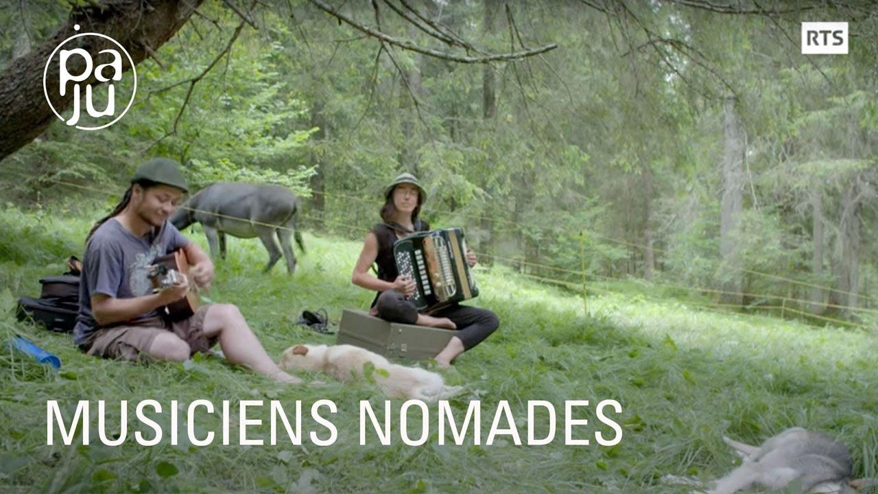 Musiciens vagabonds, Jane et Etienne voyagent avec leurs ânes dans les Alpes italiennes