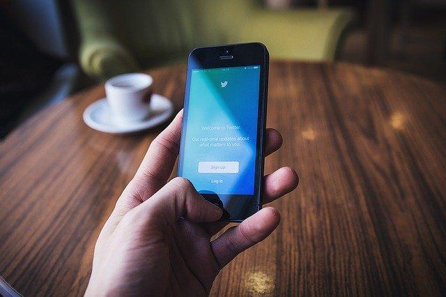 Documentaire Twitter : quelques utilisations de la plateforme de communication sociale que beaucoup ignorent
