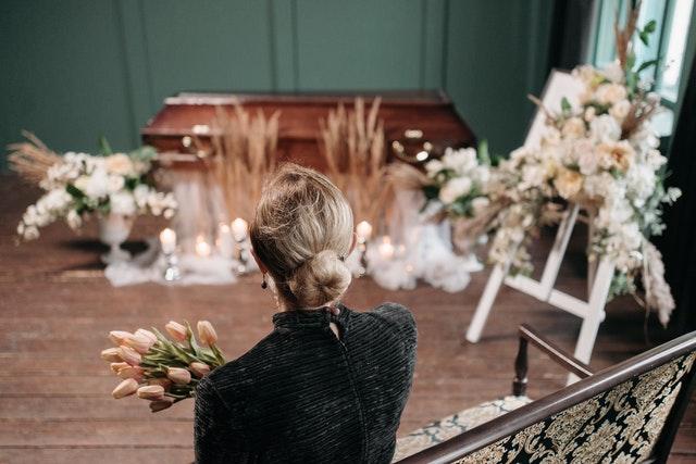 Pourquoi faire appel à des professionnels en pompes funèbres à Lyon ?