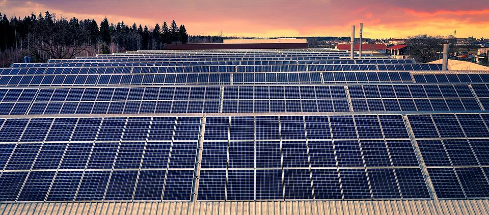 Quels sont les avantages qui découlent de l'usage de l'énergie solaire ?